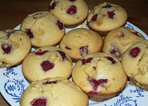 Vanilkové muffiny s malinami