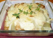 Zapečené kuřecí nudličky s bešamelem a sýrem na tymiánu