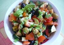 Zeleninový salát s olivami