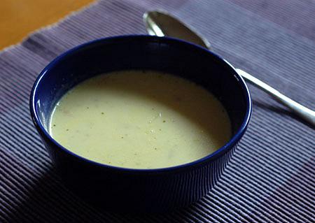 Cibulová polévka (neměla jsem petržel na dozdobení, tak jenom takhle :))