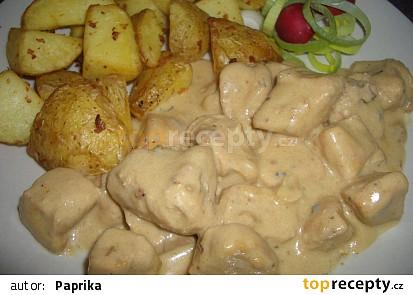 Kuřecí kousky v nivové omáčce s bramborami zapečenými s česnekem