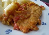 Kuřecí prsíčka s rajčaty a paprikami