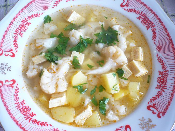 Květáková polévka s tofu