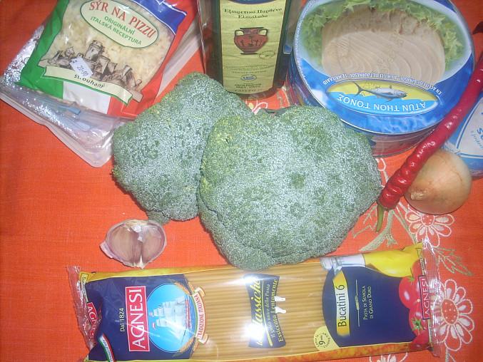 Makaróny s tuňákem a brokolicí