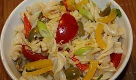 Pestrý těstovinový salát