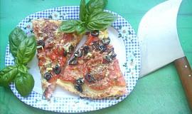 Pizza se sardelkami a šunkou