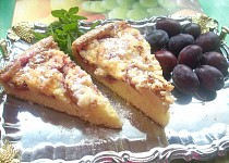 Švestkový koláč s marcipánem