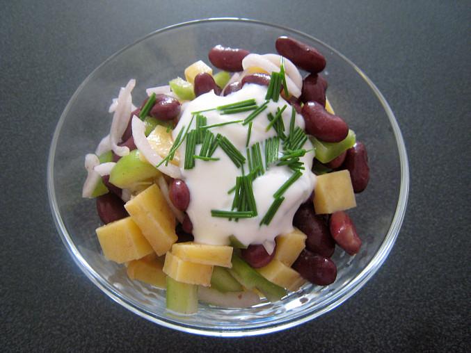 Sýrový salát s fazolemi