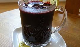 Teplý borůvkový nápoj