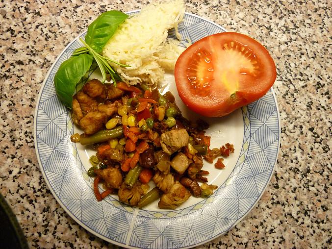 Drůbeží maso 2 krát jinak, Plněné rajče masem, sýrem a bylinkami