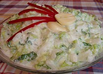 Bílý salát z čínského zelí s česnekem