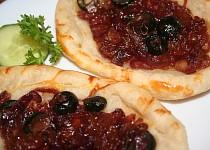 Cibulové koláčky z listového těsta