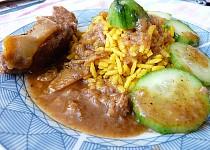 Jemná kýta na garam masala a jablku  s kurkumovou rýží