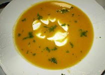 Nevšední mrkvová polévka se zakysankou
