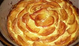 Podzimní jablečno-skořicový koláč