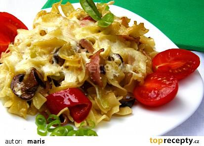 Těstoviny s houbami a paprikami