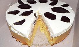 Jablečný dort se šlehačkou