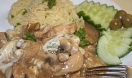 Kuřecí nudličky s jemnou houbovou chutí a nivou