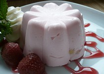 Nepečené tvarohové bábovičky s jahodami