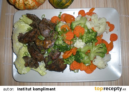 Bazalková kuřecí játra steplou zeleninou / dietni