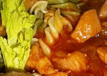 Kuřecí kostky s kandovaným ananasem a zázvorem / wok