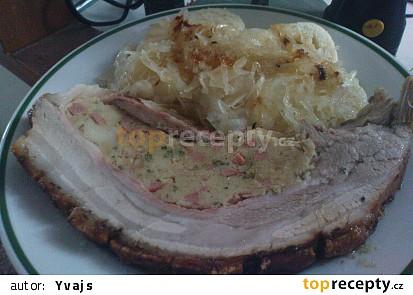 Pečený bůček plněný nádivkou s knedlíkem a zelím