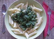 Penne se špenátem a skousky kuřecího masa  / dietni