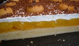 Broskvový koláč se šlehačkou