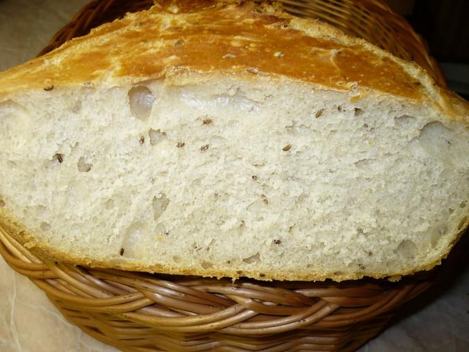 Chléb pečený v římském hrnci - postup, Chléb pouze z hladké pšeničné mouky .