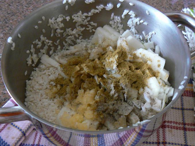 Mahshi v baklažáne (egyptský recept), pridané koreniny - soľ, čierne korenie a mletý indický kmín