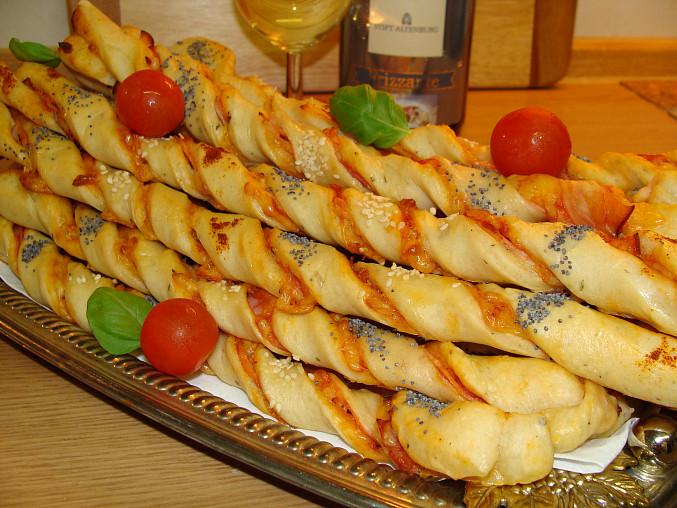 Pizza tyčinky z kynutého těsta, Dobrou chuť ;-)