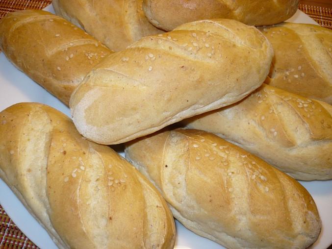 Dělala jsem menší bagetky. Použita pouze hladká pšeničná mouka a místo škvarků je škvarková pomazánka.