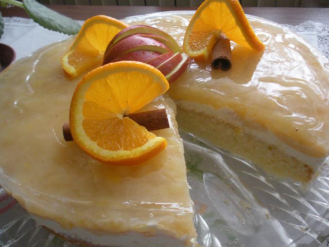 Koláč s tvarohovo-smetanovou náplní a jablečným rosolem