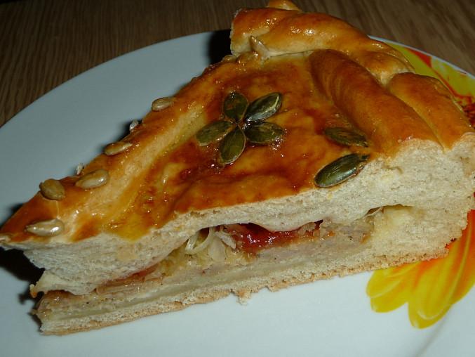 Pivní sádlové pečivo, Plněný slaný dort dělaný z tohoto těsta, recept je na www.toprecepty.sk