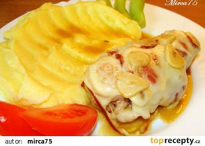 Kuřecí rolovaný plátek se slaninou, zázvorem a uzeným sýrem