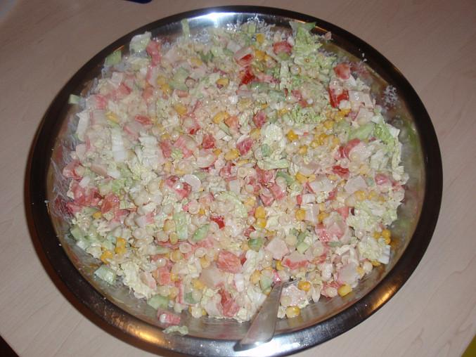 pro větší barvenost jsme tam přidali kukuřici, okurku, ledový salát, rajčata - no prostě jakoukoliv zeleninu co jsme našli :)