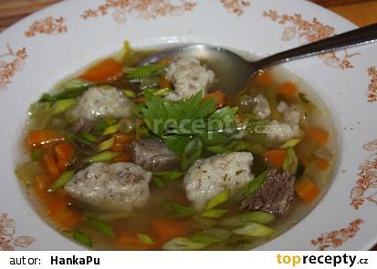 Hovězí polévka s hlívovými nočky