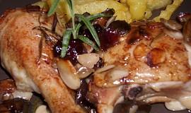 Rozmarýnové kuře na mandlích, žampionech a brusinkách