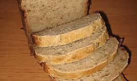 Světlý kváskový slunečnicový chléb s pohankou