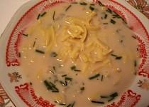 Drožďová polévka s jarní cibulkou a bylinkami