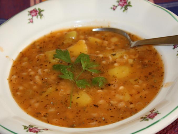 Fazolová polévka s bylinkami