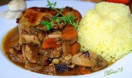 Kuře pečené se zeleninou,hříbky a brusinkami