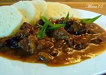 Vepřové kostky s houbovou vůní,česnekem a paprikou