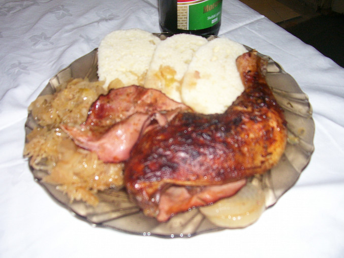 Country pečené kuře na kysaném zelí