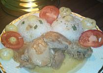 Kuře pečené na víně s cibulí a česnekem