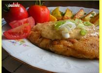 Máslové kuřecí plátky s camembertovým přelivem