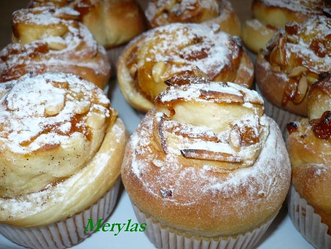 Šneci pečení ve formě na muffiny. Bylo jich 12 ks.
