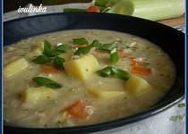 Bramborová polévka s vločkami