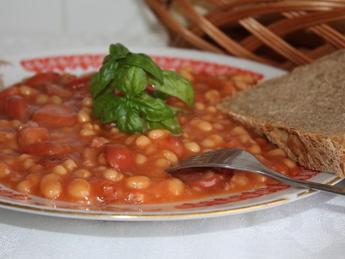 Fazole v rajčatové omáčce