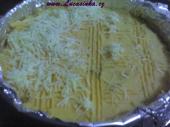 Před pečením posypeme sýrem